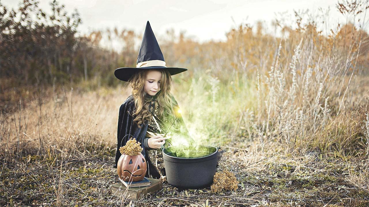 lustige hexengschichte junge hexe mit Kessel